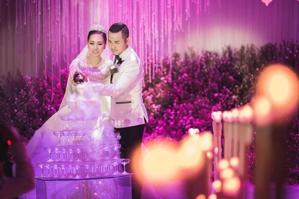 Tái xuất với Ngôi nhà hoa hồng trong đám cưới anh trai, Bảo Thy - Quang Vinh vẫn tình tứ như xưa-2