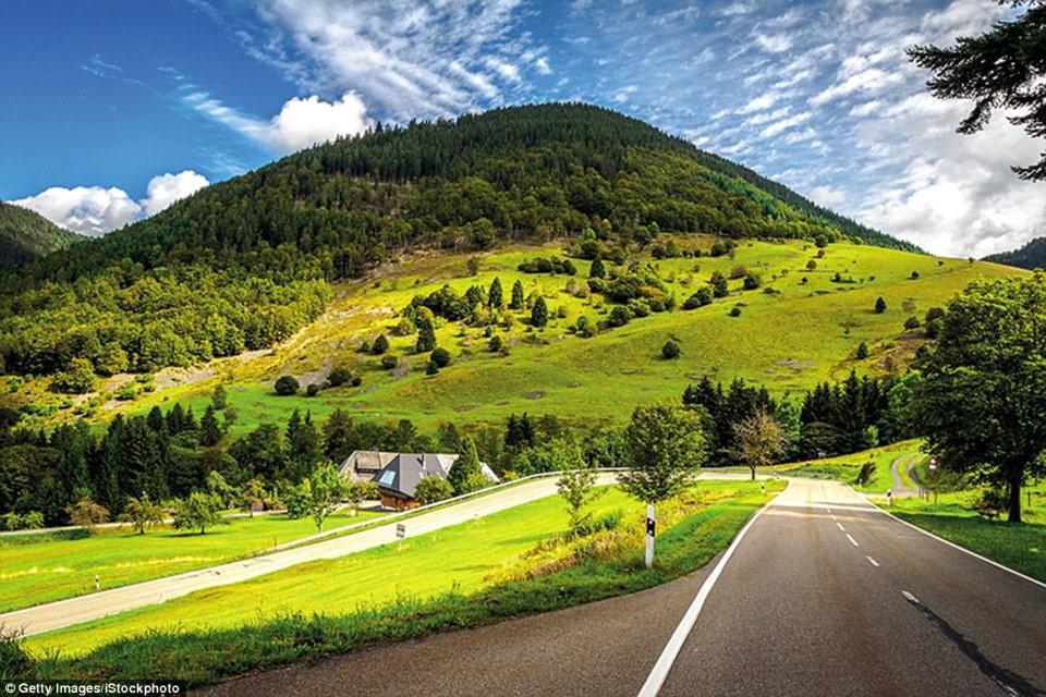 Du ngoạn dọc theo những quãng đường đẹp nhất thế giới-4