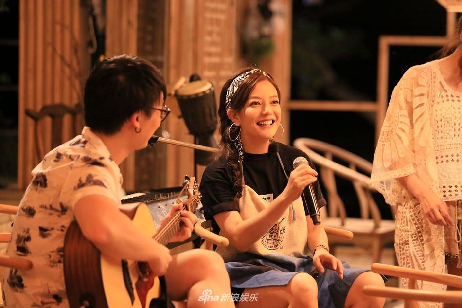 Đã rất lâu rồi Triệu Vy mới lại khoe giọng hát ngọt ngào trên sóng truyền hình-2