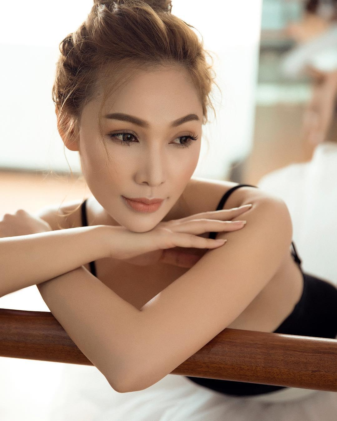 Diễn viên Quỳnh Thư gây shock khi vừa thể dục vừa khóa môi bạn trai-7