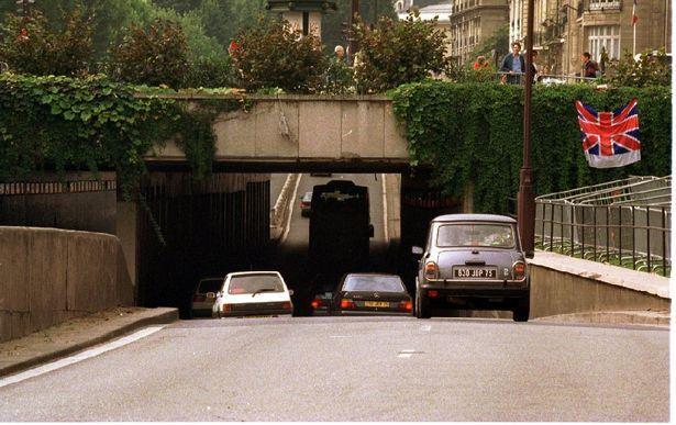 Nhân chứng giấu mặt 20 năm hé lộ bí mật gây sốc trong vụ tai nạn của Công nương Diana-1