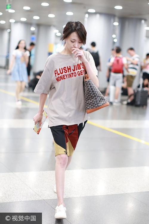 Bận quần đùi ra sân bay, đi sự kiện không thèm make up, nữ thần học đường Trịnh Sảng ngày càng xuề xòa-4