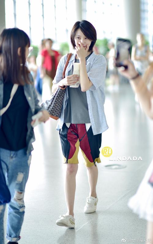 Bận quần đùi ra sân bay, đi sự kiện không thèm make up, nữ thần học đường Trịnh Sảng ngày càng xuề xòa-5
