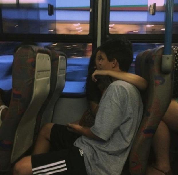 Cô gái cưa đổ bạn trai nhờ cho mượn 10.000 đồng để đi xe bus-2