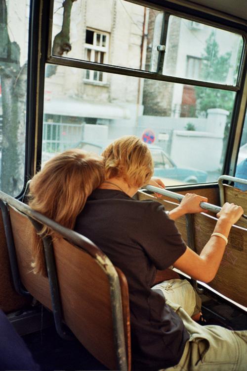 Cô gái cưa đổ bạn trai nhờ cho mượn 10.000 đồng để đi xe bus-3