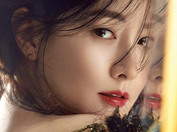 Sao Hàn 21/8: Bước vào tuổi U50, 'nàng Dae Jang Geum' Lee Young Ae vẫn đẹp xuất sắc không ngờ