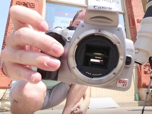 Cảm biến máy ảnh cháy rụi khi chụp mặt trời