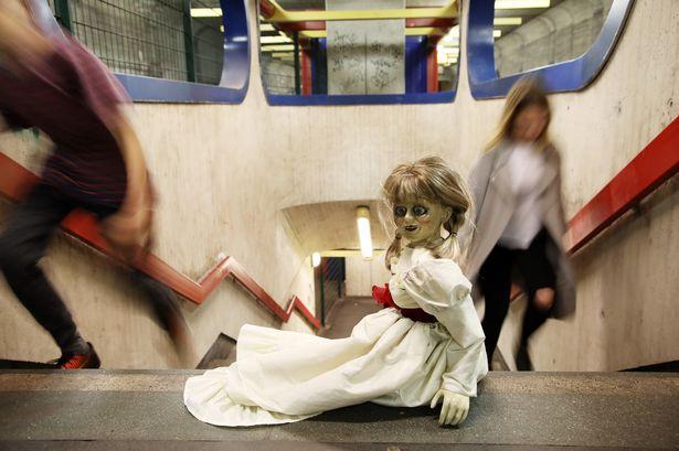 Ám ảnh bởi Annabelle: Creation, cô gái tự đấm liên hồi vào mặt mình vì quá sợ hãi-2