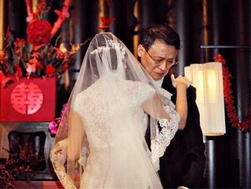 Trong hôn lễ của con gái, bố vợ liên tục lặp đi lặp lại 1 lời yêu cầu duy nhất dành cho con rể