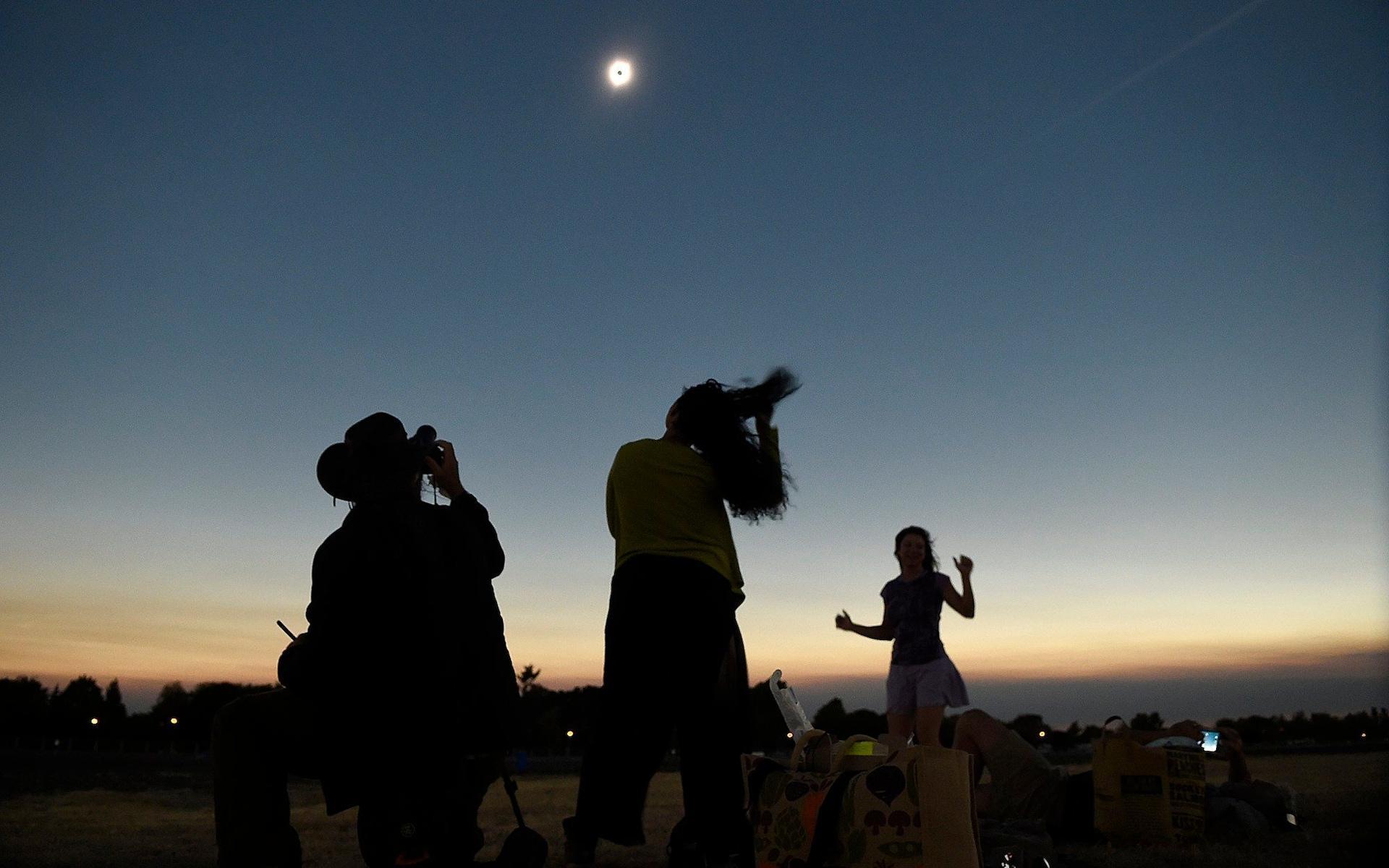 Những khoảnh khắc ấn tượng về nhật thực toàn phần tại Mỹ-7