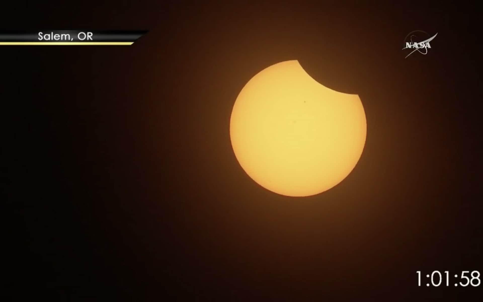Những khoảnh khắc ấn tượng về nhật thực toàn phần tại Mỹ-10