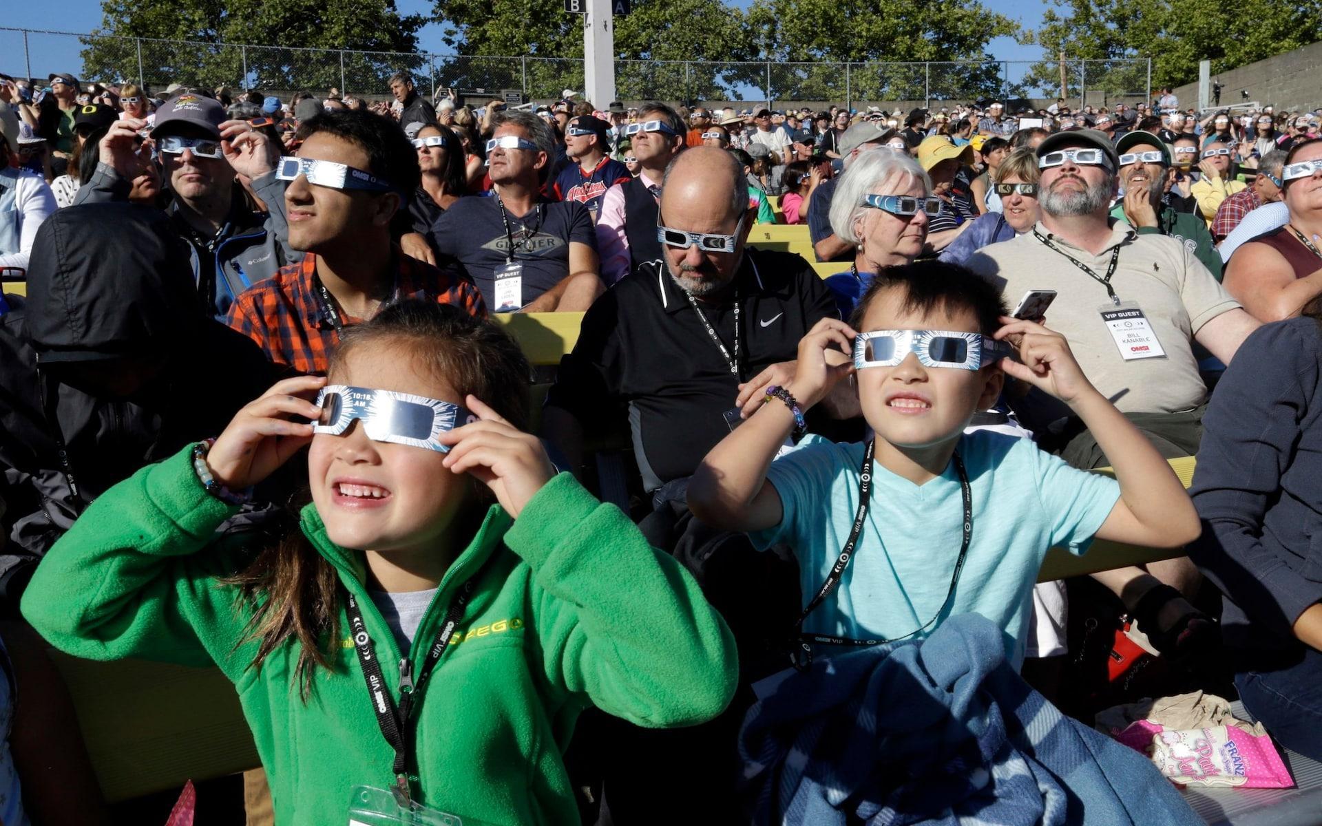 Những khoảnh khắc ấn tượng về nhật thực toàn phần tại Mỹ-11