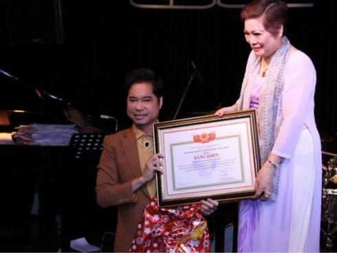 """Vụ Ngọc Sơn được gọi là """"giáo sư âm nhạc"""": Tự phong và vô trách nhiệm"""