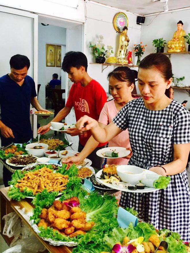 8 địa chỉ buffet chay cực bình dân nên thử ngay cho ngày đầu tháng Vu Lan-3