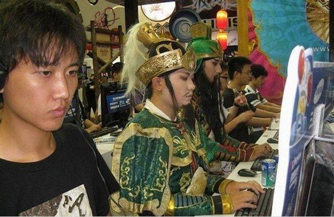 Xem ảnh cười, phát hiện Quan Vũ đi cày game-12