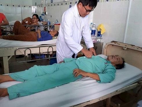 Bệnh viện trả về, đang lo hậu sự bỗng cụ ông tỉnh dậy