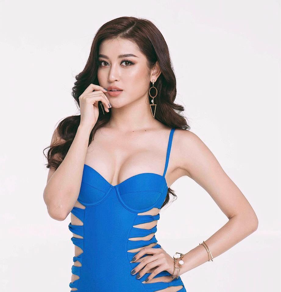 Tin sao Việt 22/8: Ngọc Trinh lại vén áo khoe vóc dáng nuột nà-5