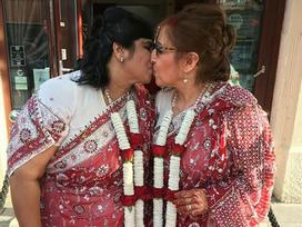 Bí mật 'động trời' được che giấu suốt gần 20 năm của cặp đôi đồng tính nữ