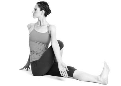 8 động tác yoga đẩy lùi bệnh tật-1