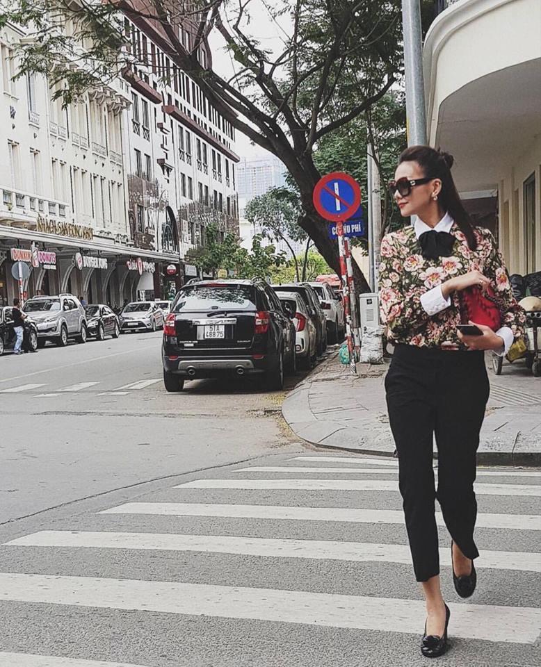 Diện áo một gang, Hòa Minzy - Tóc Tiên đẹp quên lối về trong street style tuần này-8