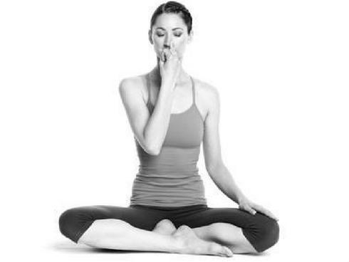 8 động tác yoga đẩy lùi bệnh tật