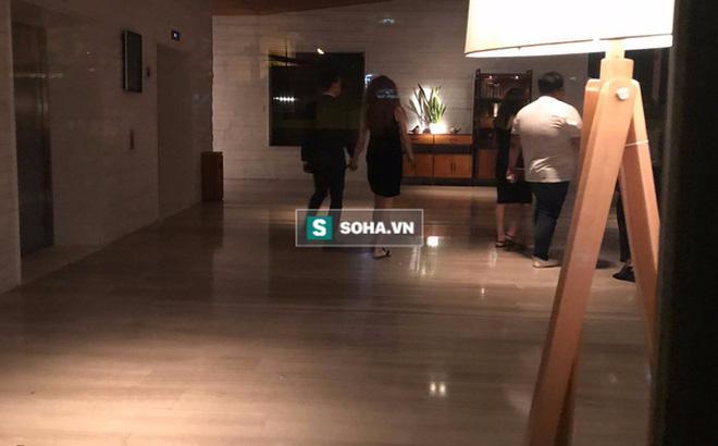 Clip Hà Hồ nắm tay Kim Lý cùng về nhà, chính thức công khai quan hệ yêu đương-1