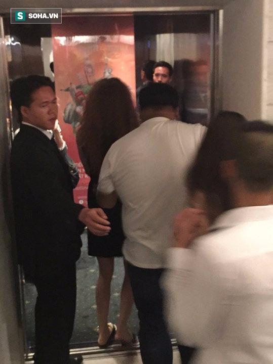 Clip Hà Hồ nắm tay Kim Lý cùng về nhà, chính thức công khai quan hệ yêu đương-2