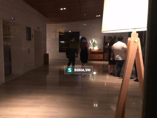 Clip Hà Hồ nắm tay Kim Lý cùng về nhà, chính thức công khai quan hệ yêu đương-4