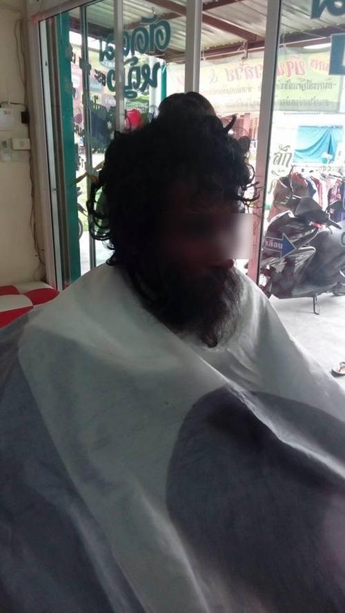 Thấy người đàn ông khốn khổ đi vào tiệm, cô thợ cắt tóc liền trổ tài và kết quả thật đáng kinh ngạc-3