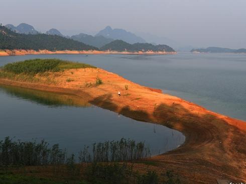 Nghỉ lễ 2/9, đưa nhau đi trốn ở 'hoang đảo' xanh mướt chỉ cách Hà Nội 100km