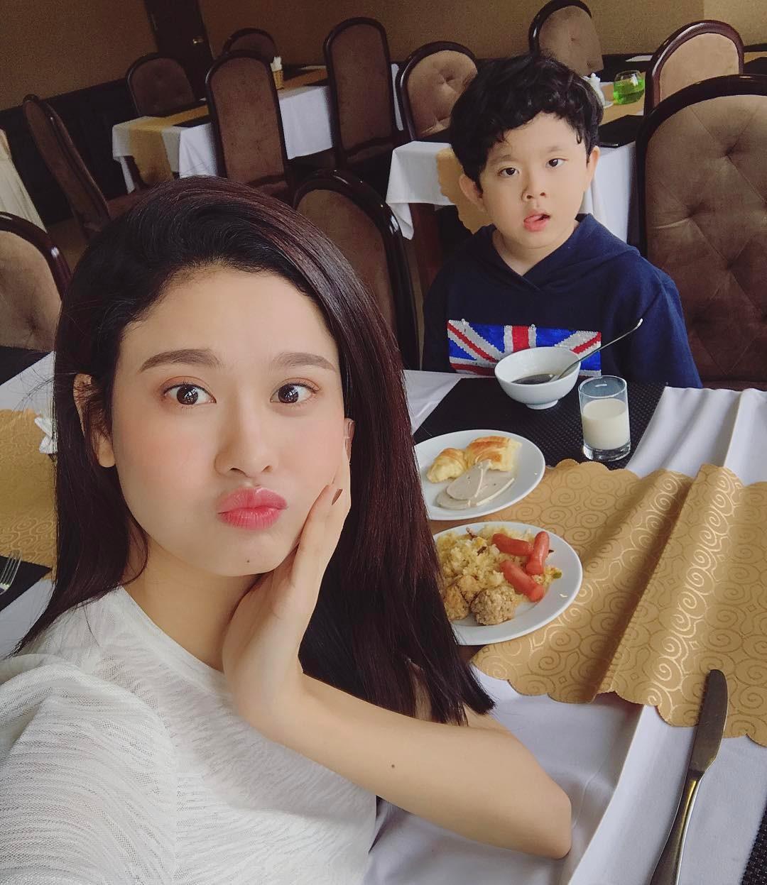 Tin sao Việt 23/8: Lê Phương chụp hình chung với chồng mới cưới và tình cũ Quý Bình-9