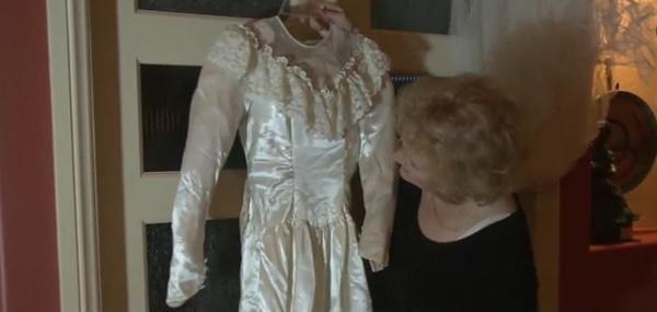 Hành trình kỳ lạ của chiếc váy cưới, từ nhà kho, bị bán đấu giá, đến tiệm đồ cũ để về lại với chủ-4