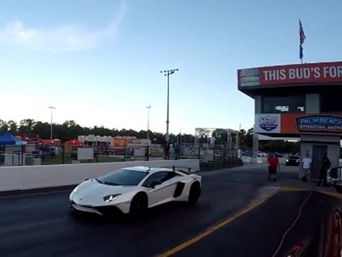SUV điện của Tesla đua thắng Lamborghini Aventador SV