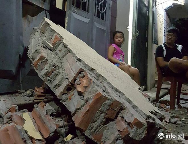 Hà Nội: Sập tường trường Tiểu học Đồng Tâm, nhiều người may mắn thoát nạn-2