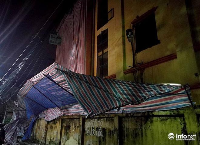 Hà Nội: Sập tường trường Tiểu học Đồng Tâm, nhiều người may mắn thoát nạn-3