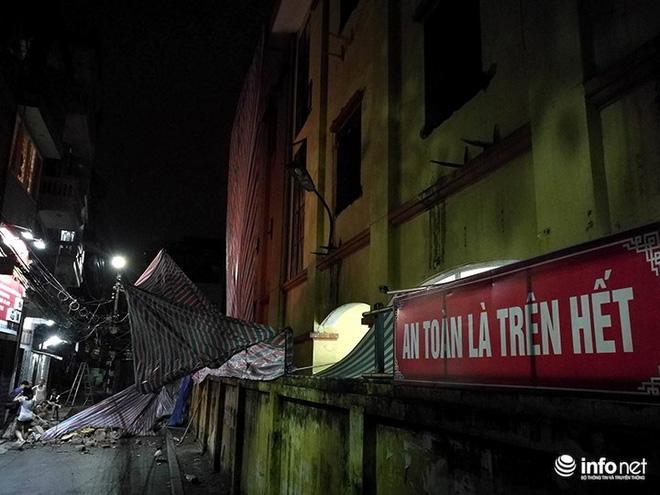 Hà Nội: Sập tường trường Tiểu học Đồng Tâm, nhiều người may mắn thoát nạn-4