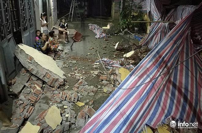 Hà Nội: Sập tường trường Tiểu học Đồng Tâm, nhiều người may mắn thoát nạn-5