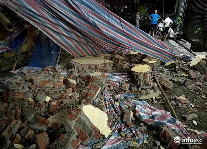 Hà Nội: Sập tường trường Tiểu học Đồng Tâm, nhiều người may mắn thoát nạn-6