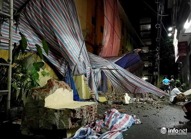 Hà Nội: Sập tường trường Tiểu học Đồng Tâm, nhiều người may mắn thoát nạn-8