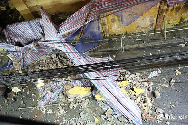 Hà Nội: Sập tường trường Tiểu học Đồng Tâm, nhiều người may mắn thoát nạn-9