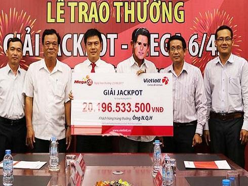 Chàng thợ máy 'thần tốc' nhận jackpot 20 tỉ trong '3 nốt nhạc'