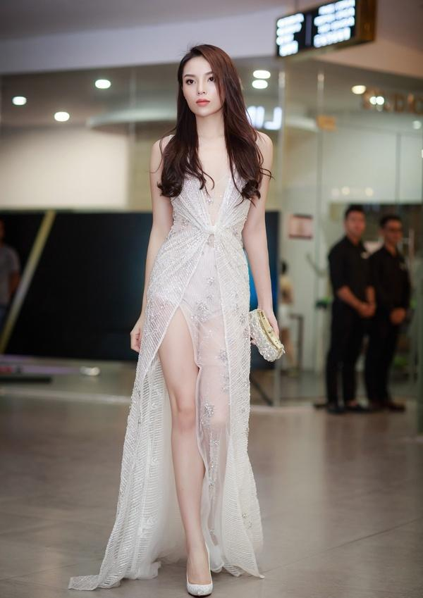 Dàn mỹ nhân Việt đồng loạt diện sắc trắng đẹp thoát tục trên thảm đỏ thời trang tuần này-7