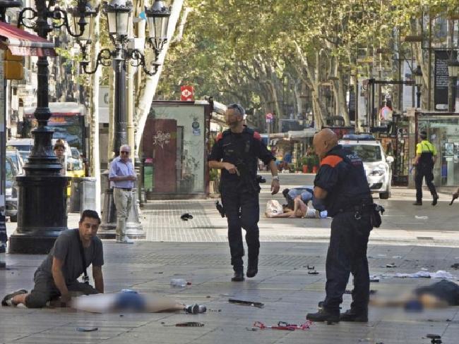 Giây phút lìa đời đầy ám ảnh của cậu bé mất tích trong vụ khủng bố Barcelona-3