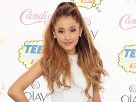 Rộ tin đồn show diễn Ariana Grande bị rút giấy phép vì ăn mặc trái thuần phong mỹ tục