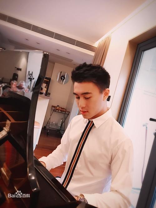 Sau Vương Tư Thông, Trung Quốc có thêm thế hệ thiếu gia mới nổi đúng chuẩn đẹp trai, con nhà giàu, học giỏi-1