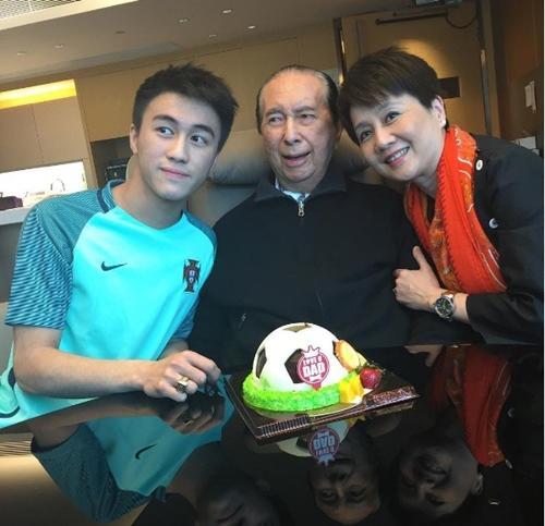 Sau Vương Tư Thông, Trung Quốc có thêm thế hệ thiếu gia mới nổi đúng chuẩn đẹp trai, con nhà giàu, học giỏi-3
