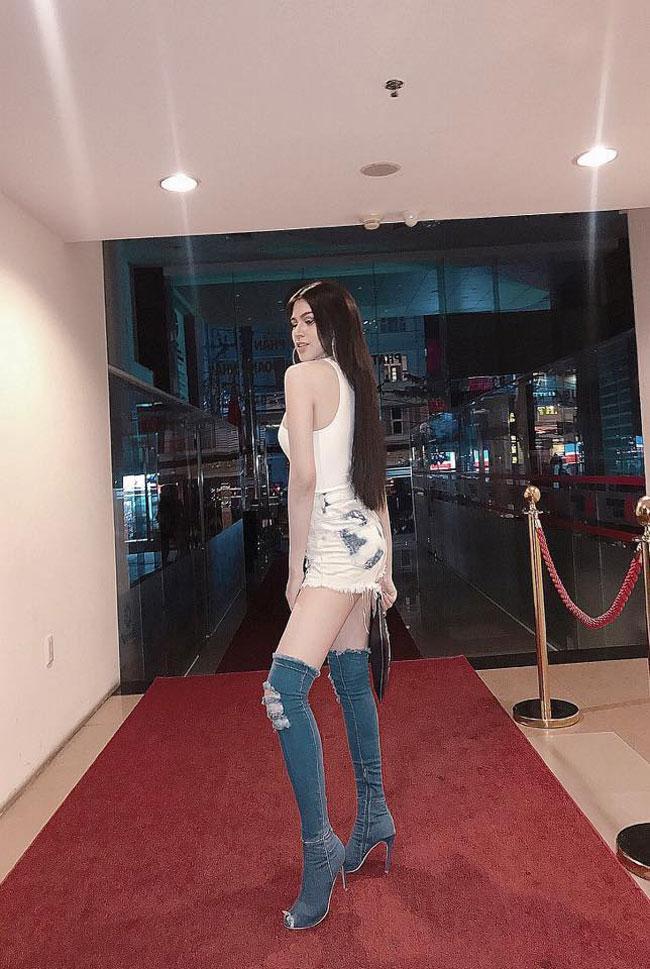 Boot denim bị chê tả tơi của Kim Kardashian lại hot bất ngờ tại các shop thời trang Việt-2