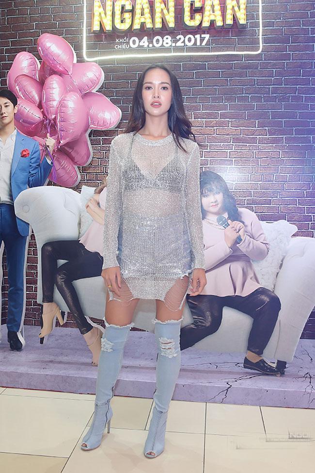 Boot denim bị chê tả tơi của Kim Kardashian lại hot bất ngờ tại các shop thời trang Việt-3