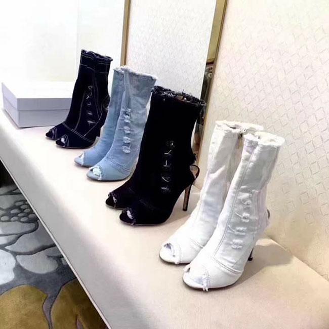 Boot denim bị chê tả tơi của Kim Kardashian lại hot bất ngờ tại các shop thời trang Việt-5