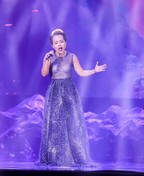 Phi Thanh Vân khoe vòng 1 ngồn ngộn, Mlee mặc váy vóc rườm rà lọt top sao xấu tuần này-7